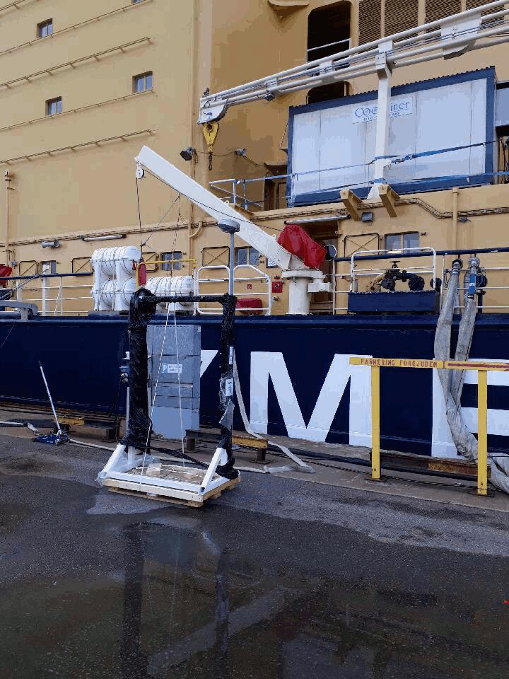 Transportera gymutrustning till isbrytaren Ymer
